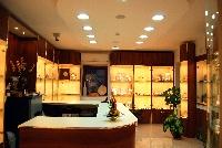 Arredamenti per gioiellerie renato russo torino s r l for Perla arredamenti